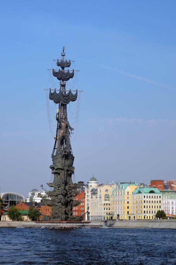 Monument zum Gedenken an den 300. Jahrestag der russischen Marine lizenzfreies stockfoto