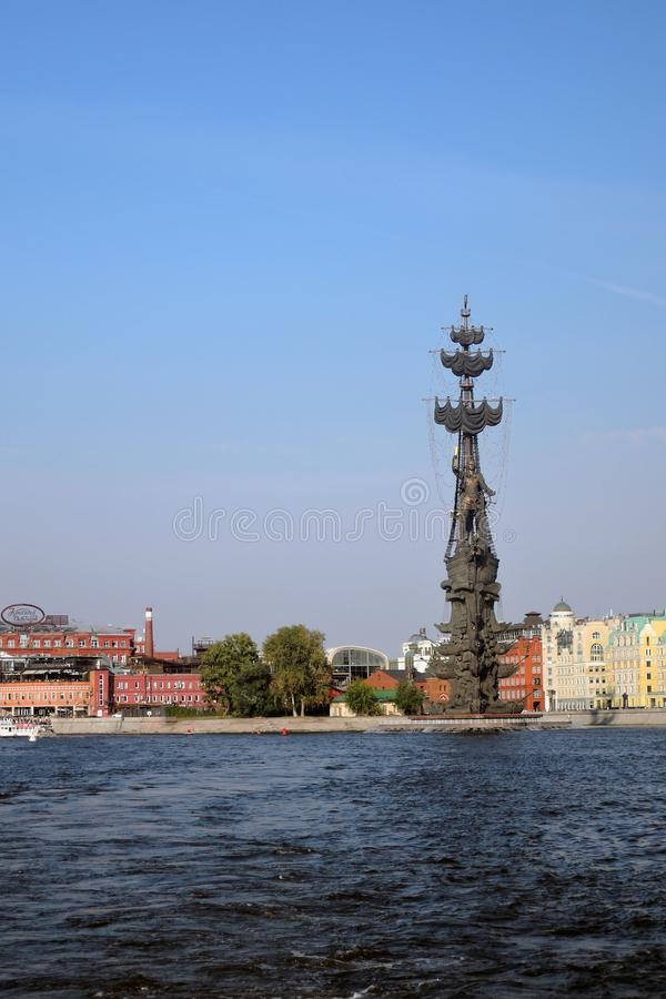 Monument zum Gedenken an den 300. Jahrestag der russischen Marine lizenzfreie stockfotos