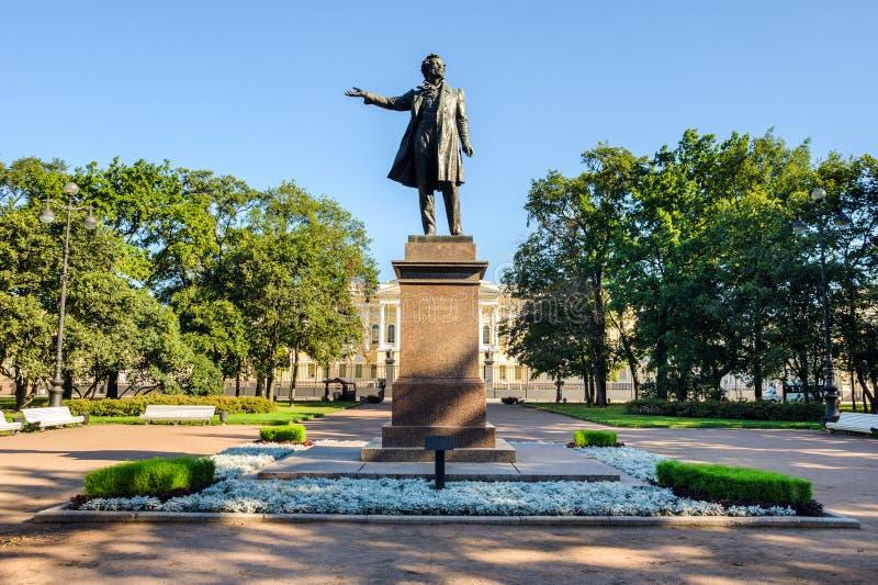 Monument zum großen russischen Dichter Alexander Pushkin lizenzfreie stockfotos