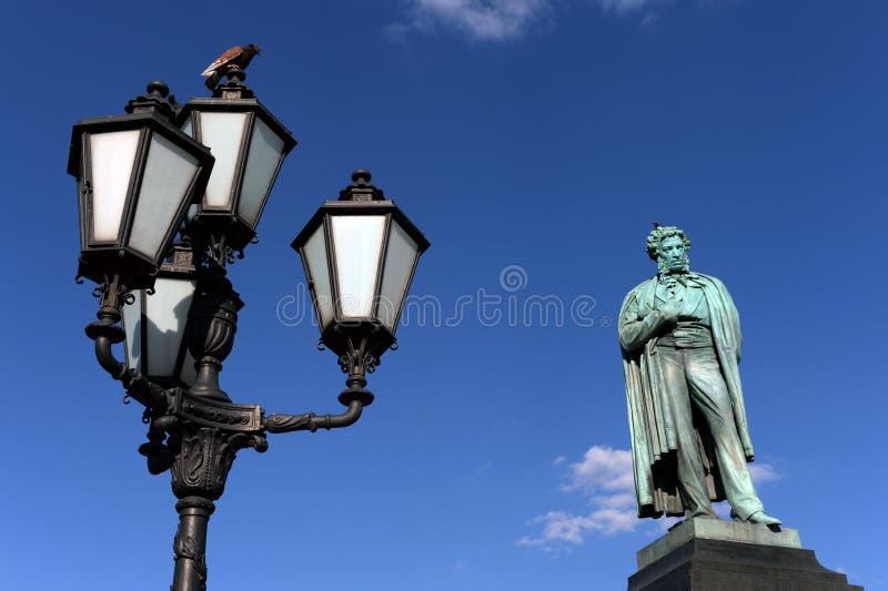 Monument zum großen russischen Dichter Alexander Pushkin in Moskau lizenzfreies stockfoto