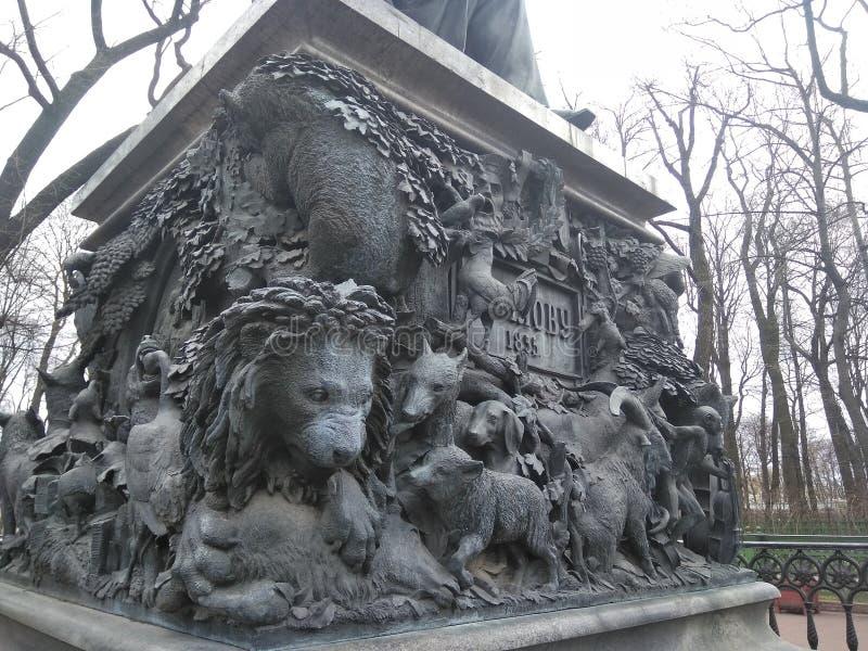 Monument zum krylov lizenzfreie stockfotos
