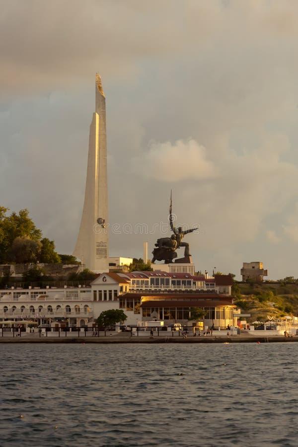Monument zum Soldaten und zum Seemann, nahe dem Obelisken - Bajonett und Segel lizenzfreie stockbilder