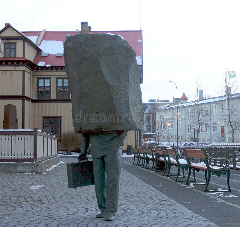 Monument zum unbekannten Bürokraten in Reykjavik stockfotos
