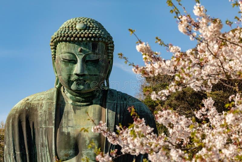 Monumentaal bronsstandbeeld van Amitabha Boedha, dat ??n van de beroemdste symbolen van Japan is stock fotografie