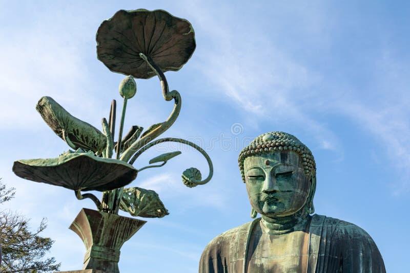Monumentaal bronsstandbeeld van Amitabha Boedha, dat ??n van de beroemdste symbolen van Japan is stock foto's