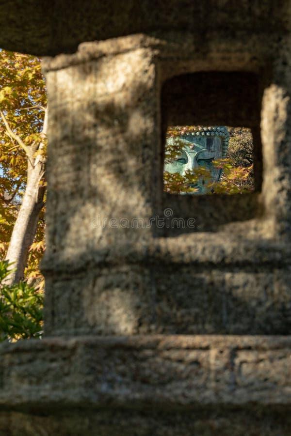 Monumentaal bronsstandbeeld van Amitabha Boedha, dat ??n van de beroemdste symbolen van Japan is stock afbeelding