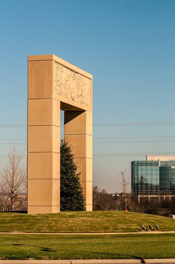 Monumentaal structureel oriëntatiepuntstandbeeld in ballantyne nc stock foto