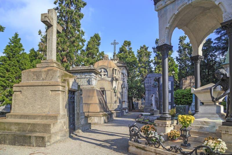 Monumental kyrkogård i Milan royaltyfria bilder