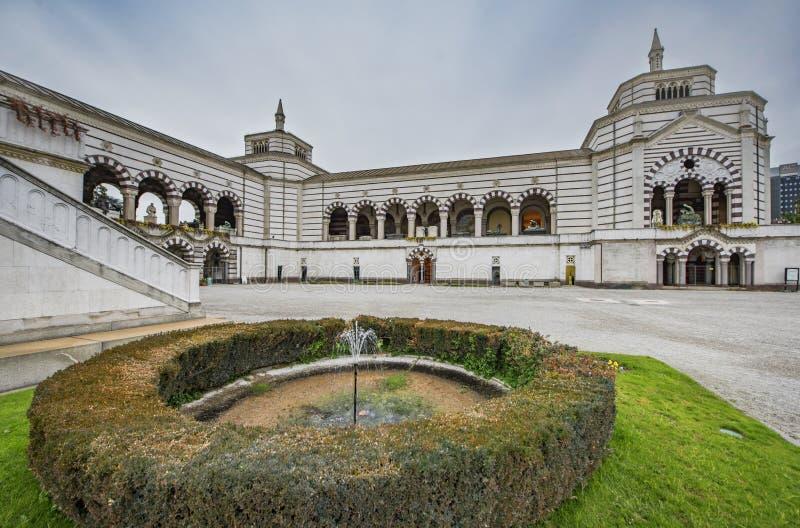 Monumental kyrkogård i Milan arkivfoto