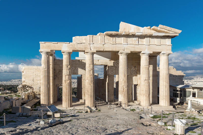 Monumental nyckel Propylaea i akropolen av Aten, Grekland royaltyfria bilder