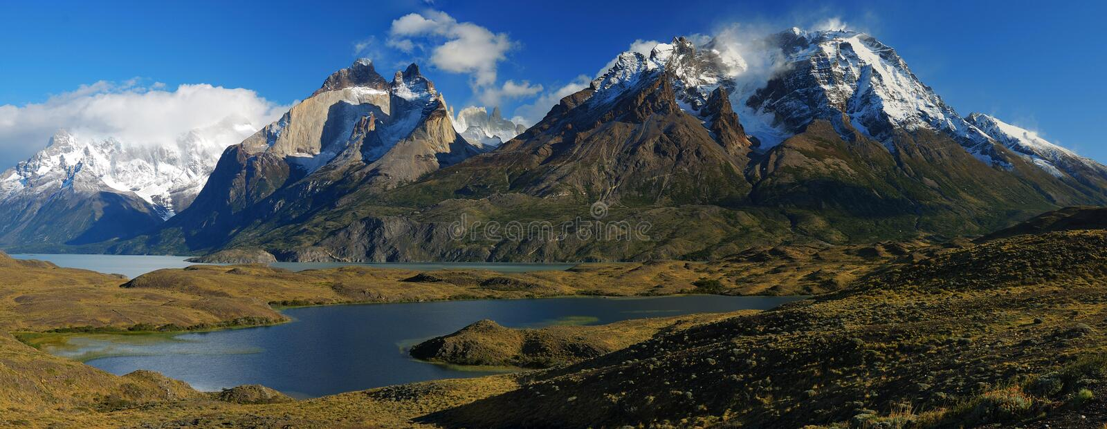 Monumental Torres del Paine image stock