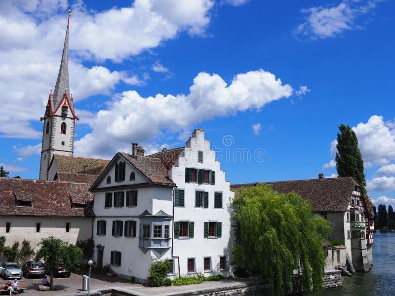 Monumentale St George ` s Abdij bij Rijn-Rivier in de Europese stad van Stein am Rhein in ZWITSERLAND stock foto's