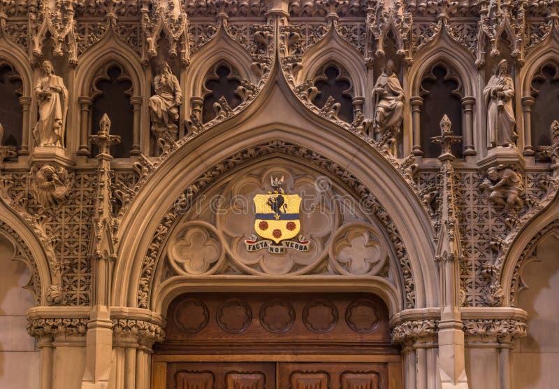 Monumentale Tür an St. Giles Cathedral, Edinburgh, Schottland, Großbritannien lizenzfreie stockfotografie