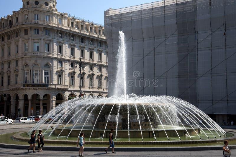 MonumentalGenoa ` s fontanna piazza De Ferrari, ostatnio wznawiająca, zdjęcie royalty free