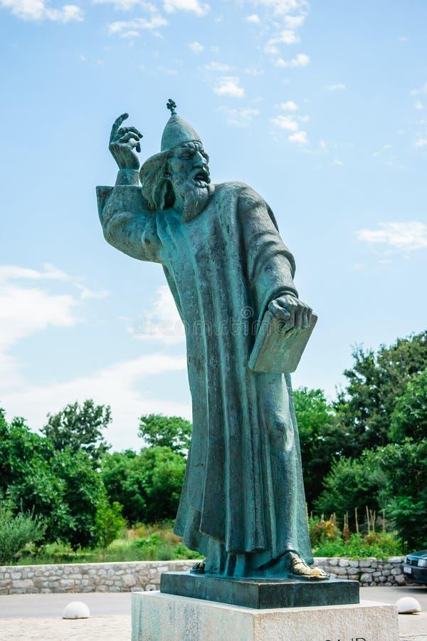 Monumentalna brązowa statua biskup Gregory w grodzkim Nin w Chorwacja fotografia stock
