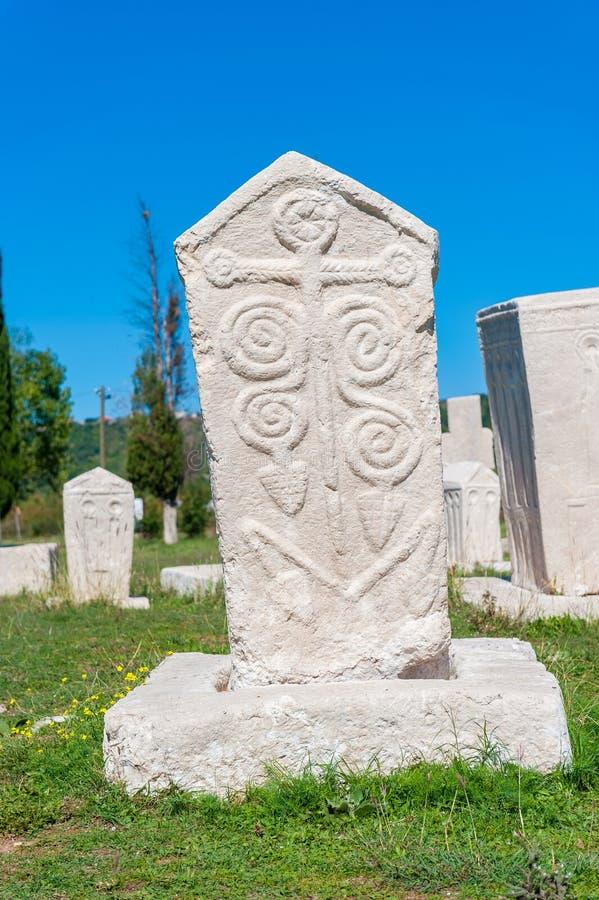 Monumentalny średniowieczny nagrobek w Stolac, Herzegovina zdjęcia stock