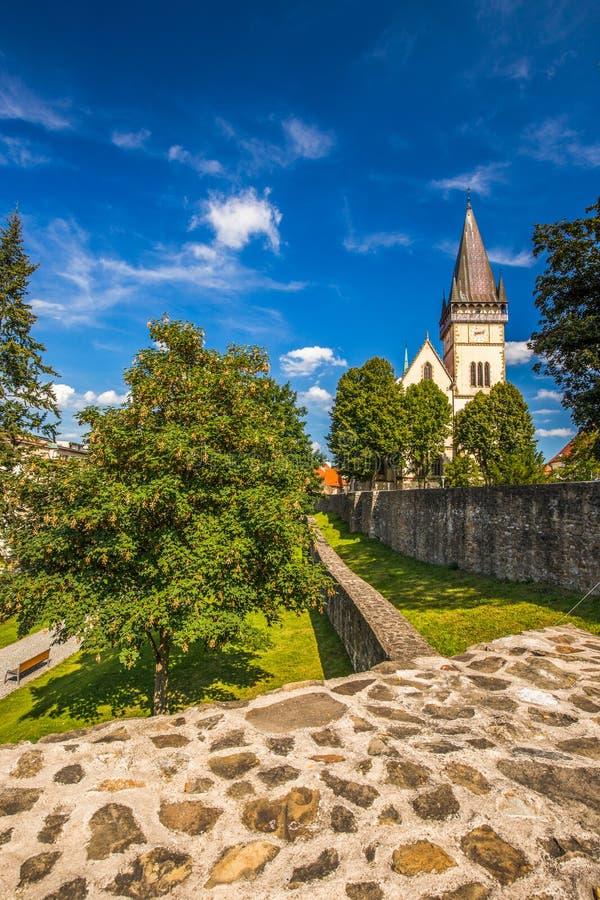 Monumentalny kościół St Aegidius w Bardejov starym centrum miasta zdjęcia stock