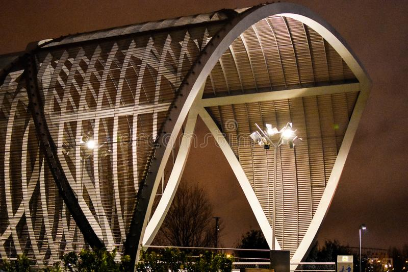 Monumentalny most Arganzuela, Madryt centrum miasta noc, Hiszpania zdjęcie stock