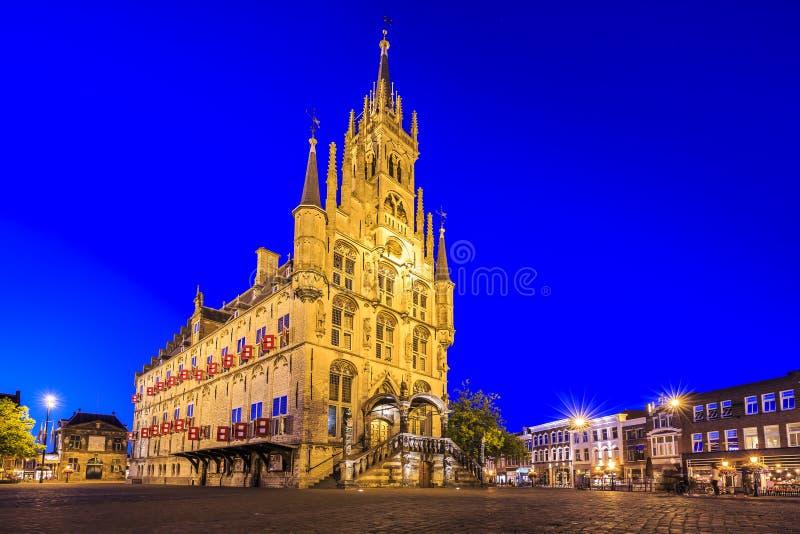 Monumentalt gotiskt stadshus på fyrkanten av den historiska staden Gou royaltyfri foto