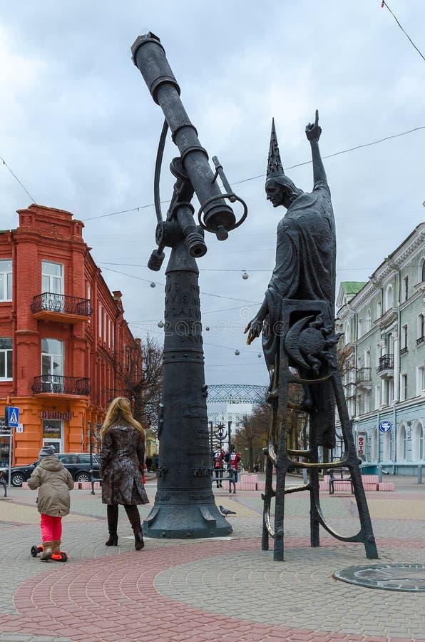 Monumentastrolog på fyrkant av stjärnor i Mogilev, Vitryssland royaltyfri fotografi