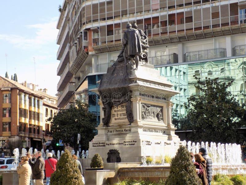 Monumentdrottning Isabel II och kolon royaltyfria bilder