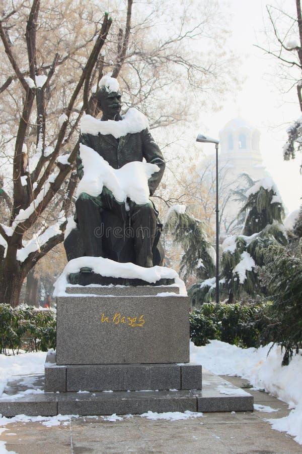 Monumentet av den bulgariska författaren Ivan Vazov arkivfoto