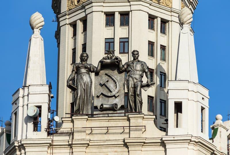 Monumentet av den Kotelnicheskaya skyskrapan royaltyfria foton