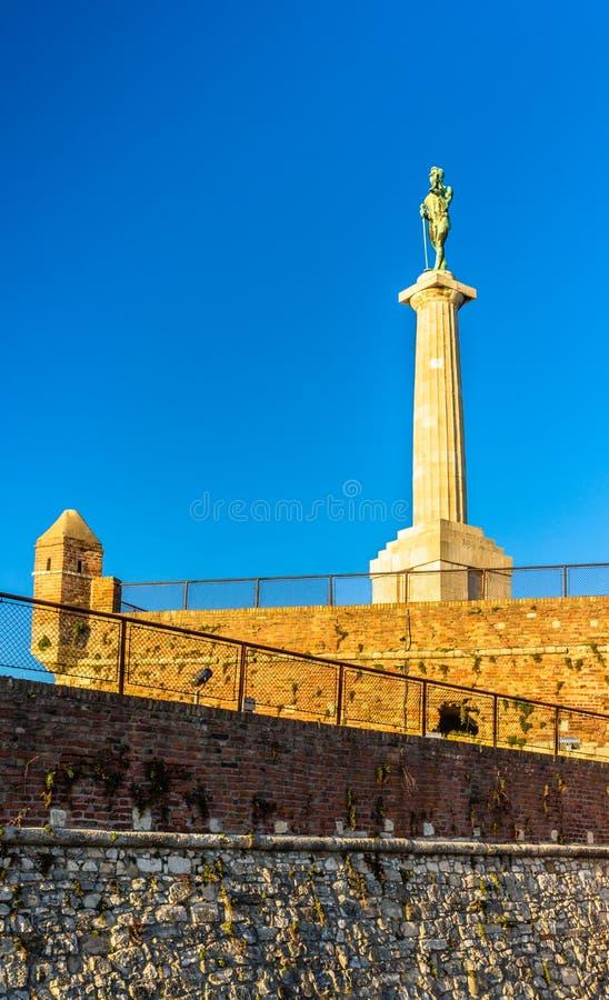 Monumentet för segrare (Pobednik) i den Belgrade fästningen fotografering för bildbyråer