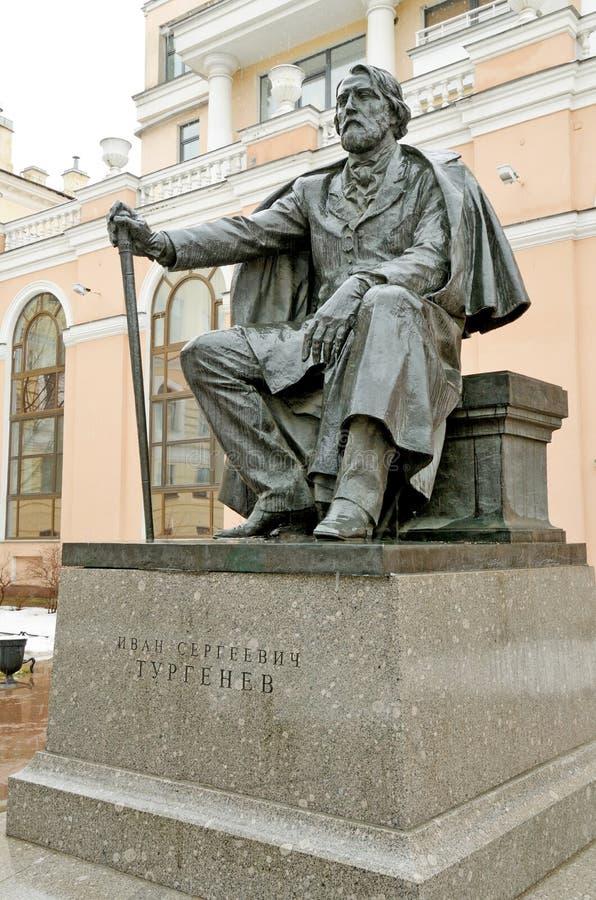 Monumentet till den stora ryska författaren I S turgenev arkivbild