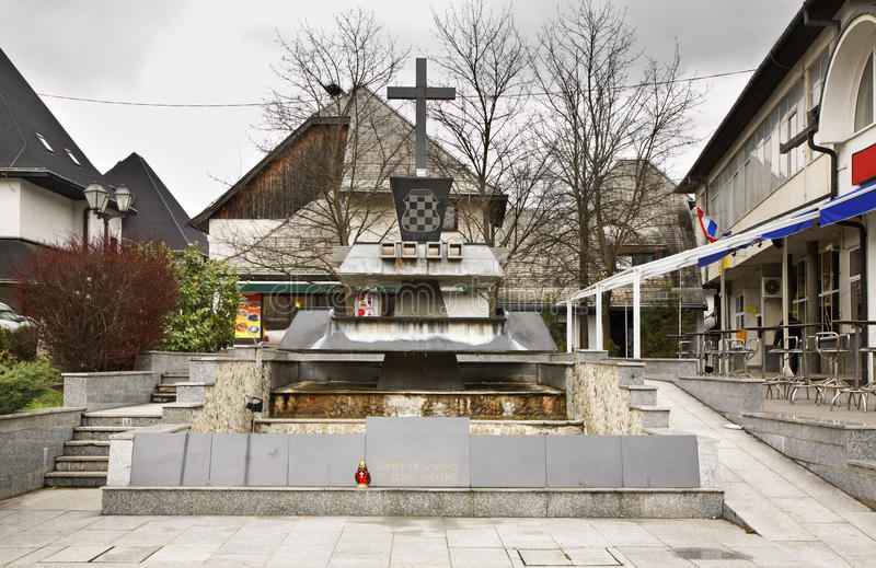 Monumentet till dog i inbördeskriget Jajce stämma överens områdesområden som Bosnien gemet färgade greyed herzegovina inkluderar  royaltyfria foton