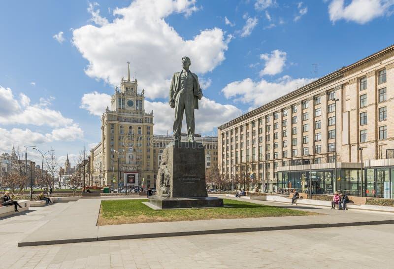 Monumentet till Vladimir Mayakovsky i Moskva arkivbild
