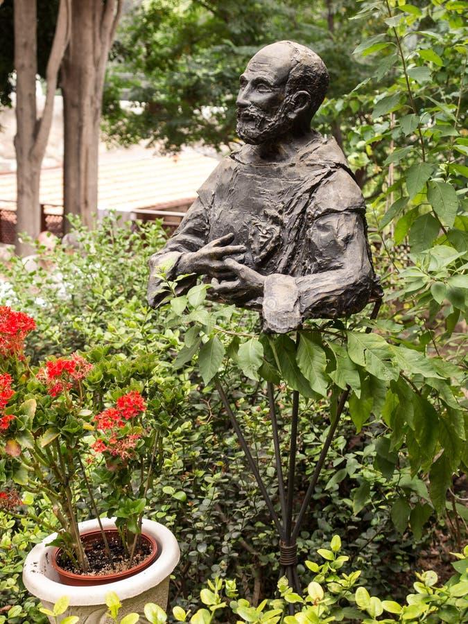 Monumentet välsignade Charles de Foucauld Eugene (1858 -1916) nära royaltyfria bilder