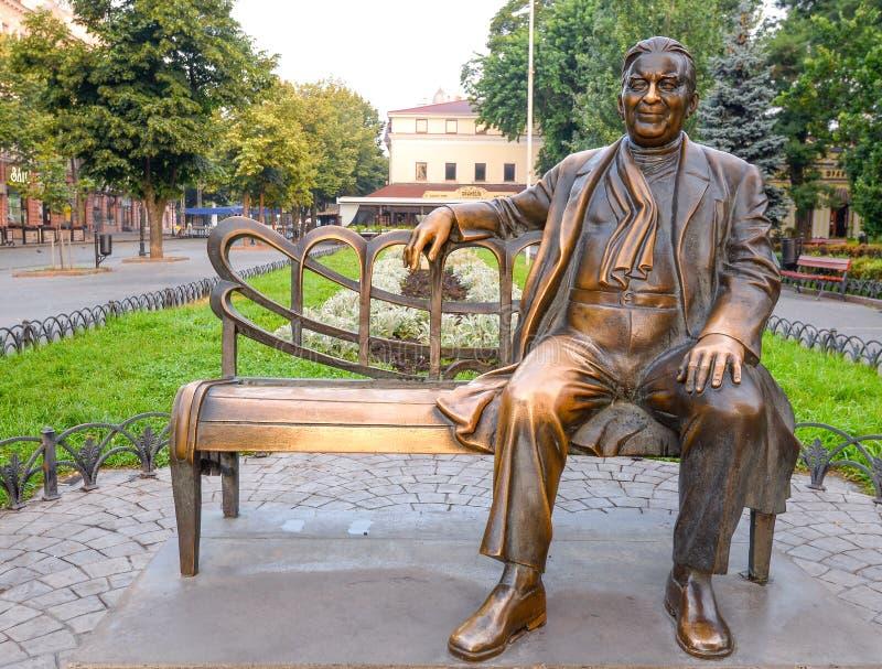 Monumenti all'artista famoso nel giardino di Odessa Monumento bronzeo a Leonid Utesov a Odessa, Ucraina immagini stock libere da diritti