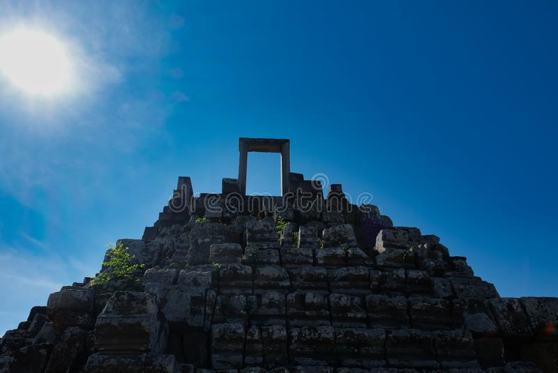 Monumenti architettonici delle civilizzazioni antiche Punti che conducono al cielo Eredità di civilizzazione khmer Le rovine di u immagini stock