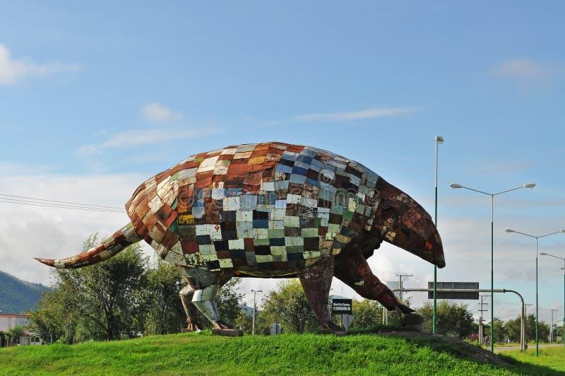Monumentnord för jätte- bältdjur av den Salta staden. Argentina. arkivbilder