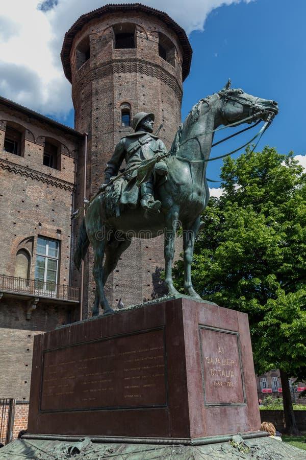 Monumento à cavalaria militar de Carabinieri em Turin, Itália fotografia de stock royalty free
