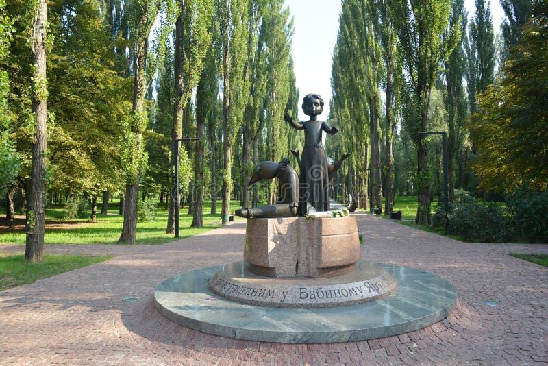 Monumento às crianças matadas na guerra mundial 2 Babi Yar Holocaust Memorial Center fotografia de stock