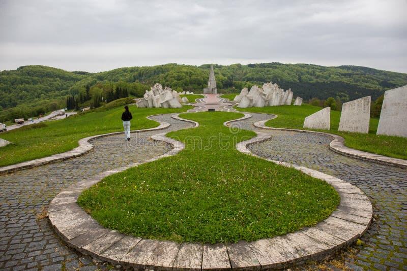 """Monumento """"al foro di pallottola """"a 14 chilometri in Užice, Serbia immagine stock"""
