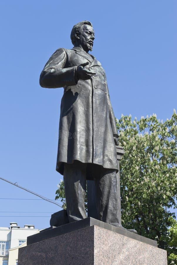 Monumento ad Alexander Stepanovych Popov sul viale di Kamennoostrovsky nella città di St Petersburg immagine stock