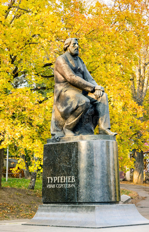 Monumento ad Ivan Turgenev orel La Russia fotografia stock