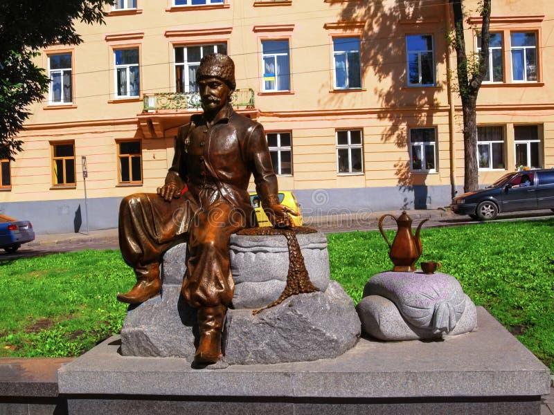 Monumento ad Yuriy Frants Kulchytsky sul quadrato di Danylo Halytskyi fotografia stock libera da diritti