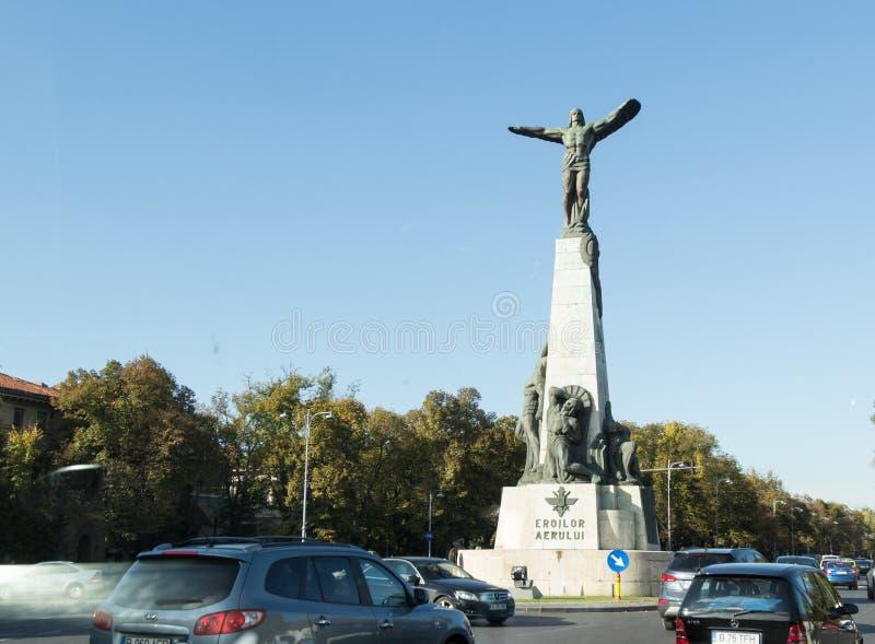 Monumento agli eroi dell'aria sul boulevard degli aviatori nella città di Bucarest in Romania immagini stock libere da diritti