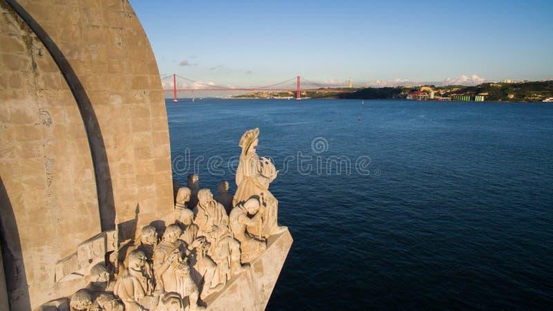 Monumento al abejón de la antena de Lisboa de los descubrimientos imagenes de archivo
