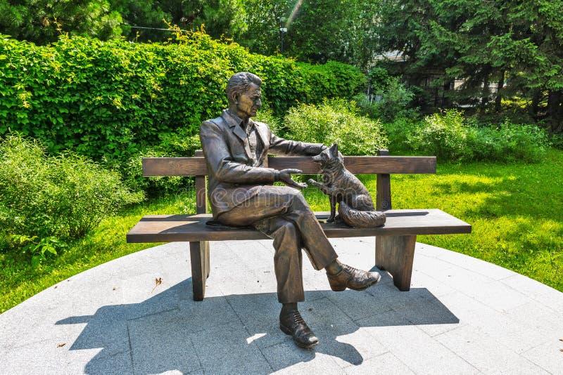 Monumento al académico Dmitry Belyaev Novosibirsk, Rusia imagen de archivo libre de regalías
