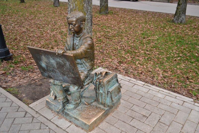 Monumento al artista joven en Veliky Novgorod, 2010 foto de archivo libre de regalías