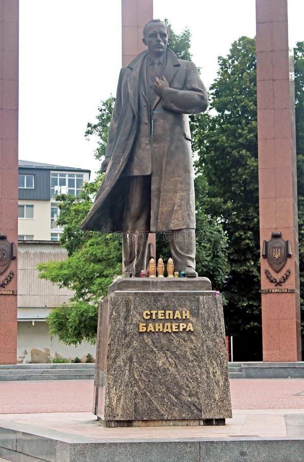 Monumento al capo del nazionalista e del movimento ucraini Stepan Bandera di indipendenza fotografia stock
