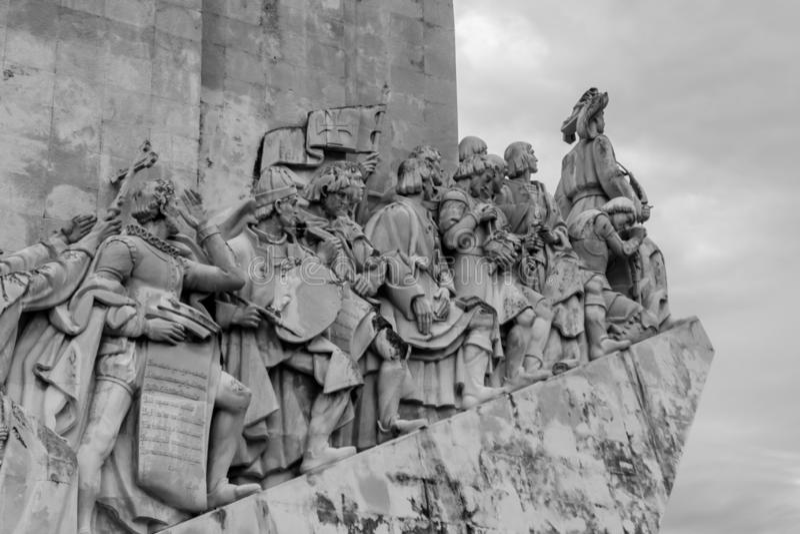 Monumento al DOS Descobrimentos de Padrão de los descubrimientos en el banco del Tajo Tejo River en Lisboa, Portugal foto de archivo libre de regalías