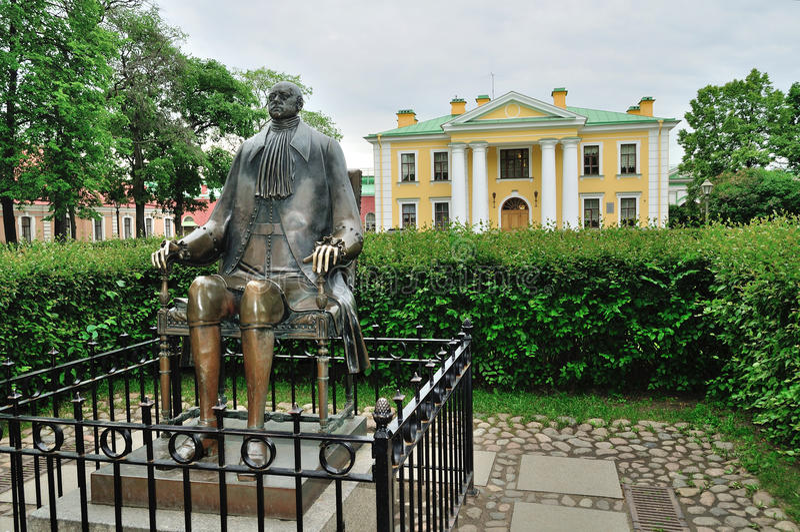 Monumento al emperador Peter The Great en la fortaleza de Peter y de Paul en St Petersburg, Rusia imágenes de archivo libres de regalías