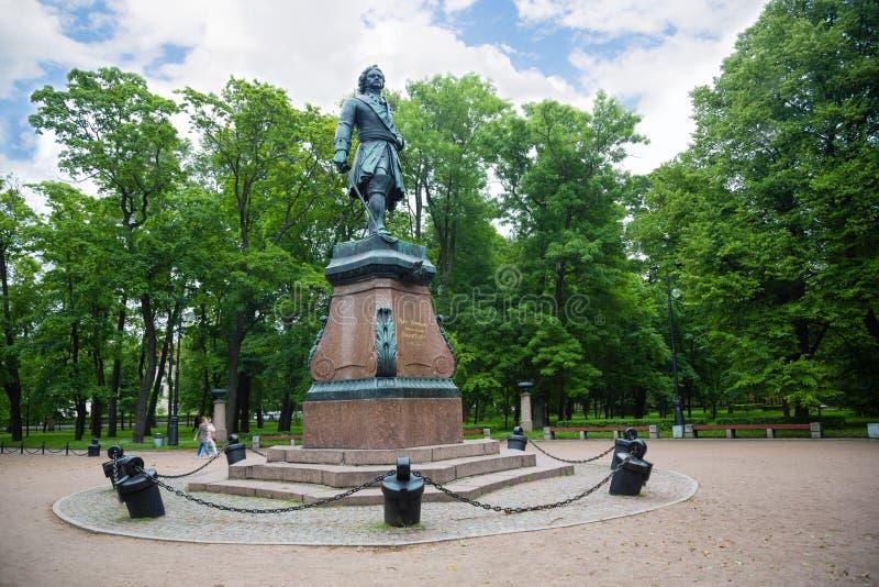 Monumento al emperador ruso Peter el grande en Kronstadt fotografía de archivo libre de regalías