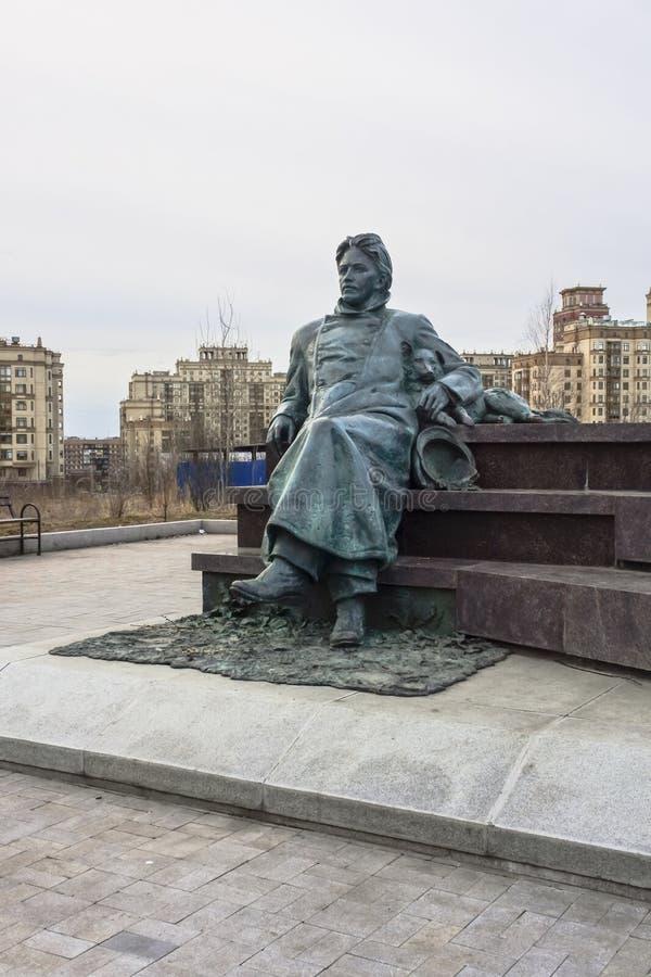 Monumento al escritor ruso Anton Chekhov delante de la investigación médica y del centro educativo de la universidad de estado de fotos de archivo libres de regalías